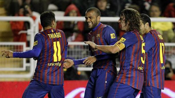 Puyol frena la celebración de Thiago y Alves en respeto a la afición del Rayo | Fotografía: LaLiga