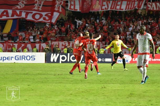 La celebración del segundo gol, anotado por Michael Rangel. Imagen: América de Cali.