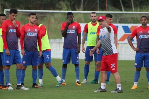 Comandante alvirrubro opta pelo mistério no último treinamento antes da partida (Foto: Léo Lemos/Náutico)