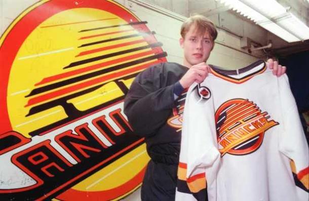 Bure tras su selección de draft en 1989.   Foto: Denise Howard.