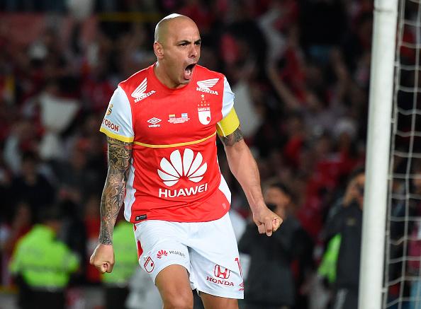 Ídolo do Santa Fé, Ómar Pérez é o dono da camisa 10 e da faixa de capitão do time (Foto: Getty Images)