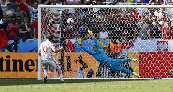 Krychowiak scoring the winning penalty against Switzerland in the last round | Photo: Getty