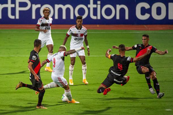 Muito isolado, Gabigol não apareceu bem no jogo (Foto: Alexandre Vidal / Flamengo)