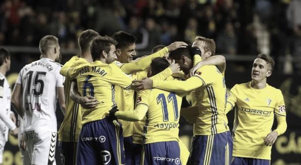 Jugadores cadistas celebrando uno de los dos goles marcados la semana pasada al Albacete | Foto: LaLiga 1|2|3