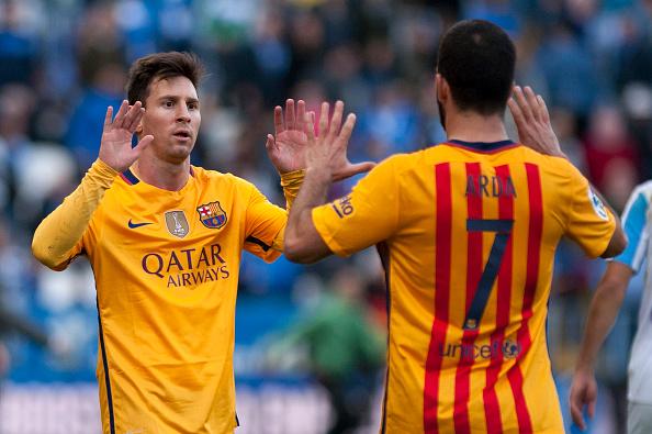 Arda y Messi celebran el tanto del argentino en la segunda mitad (Foto: Getty Images)