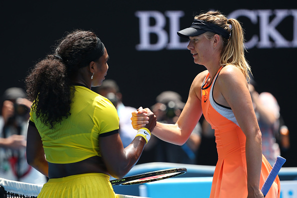 Sharapova cumprimenta Serena Williams/ Foto: Quinn Rooney/ Getty Images