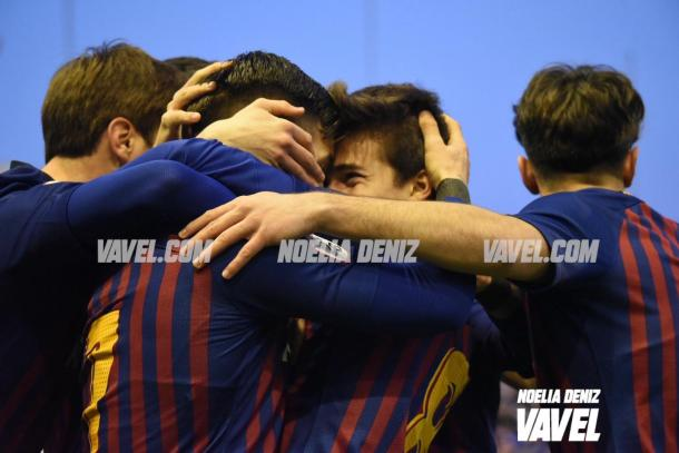 Los futbolistas del Barça B celebrando los goles | Foto: Noelia Déniz, VAVEL.