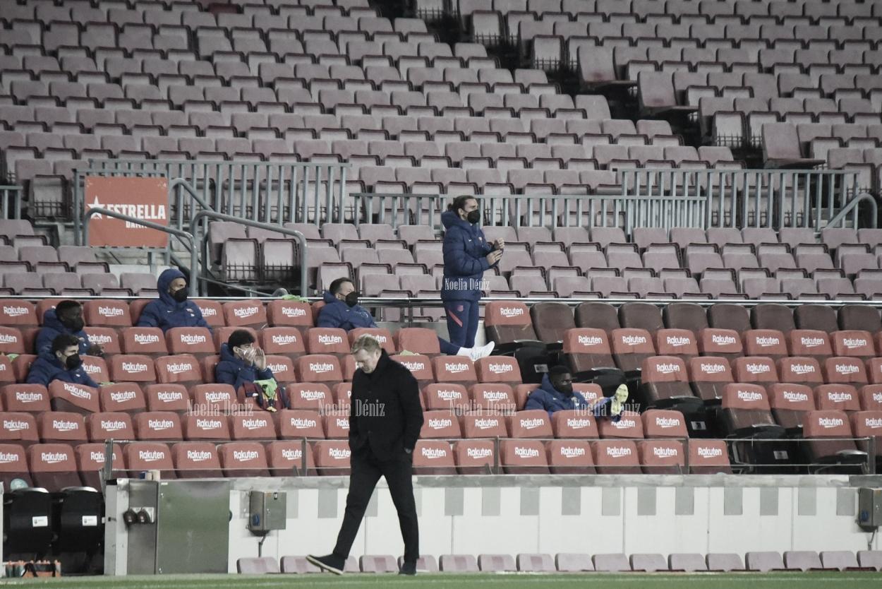 Ronald Koeman en el banquillo del Camp Nou. | Foto: Noelia Déniz