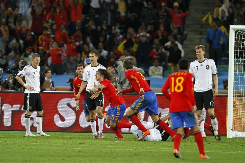 Puyol da la victoria a la selección española con su gran cabezazo en el 73' / Foto: VAVEL.com