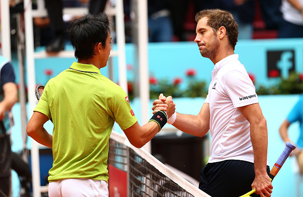 Kei Nishikori shaking hands with Richard Gasquet fllowing his straight sets win (Photo: Clive Brunskill/Getty Images)
