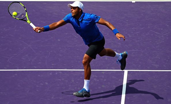 Jo-Wilfried Tsonga plays a match against Roberto Bautista Agut during Miami Open (Photo:Mike Ehrmann/Getty Images)