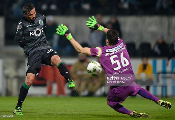Miguel Silva faz defesa incrível e nega o golo a Ruiz.   Photo: gettyimages.com