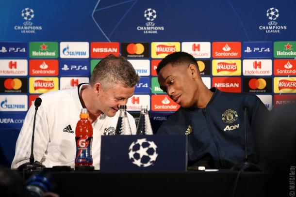 Martial y Ole Gunnar durante la rueda de prensa. Foto: Twitter Manchester United.
