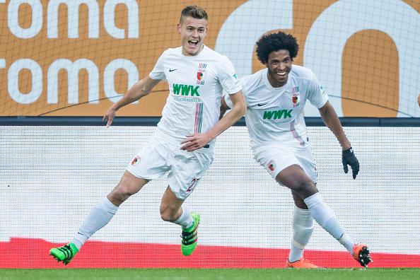 Alfred Finnbogason celebrates scoring for FC Augsburg.  (Photo: Simon Hofmann/Getty Images)