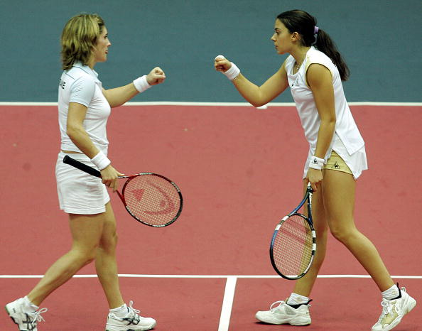 Bartoli and Liot were the last French pair to win a doubles title | Photo: Alexander Nemenov/Getty Images