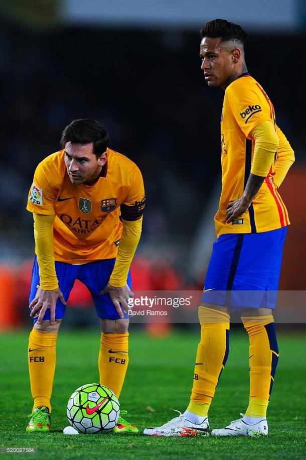 O Barcelona vê os oponentes cada vez mais perto