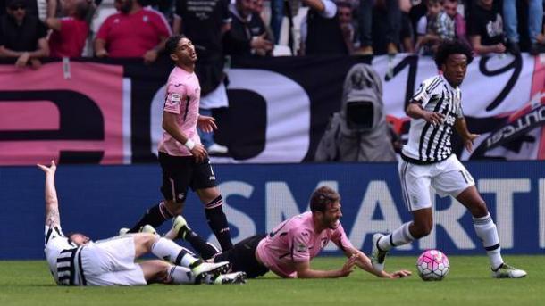 Marchisio a terra dopo il duro contrasto con Vazquez, che gli ha rimediato la rottura del crociato