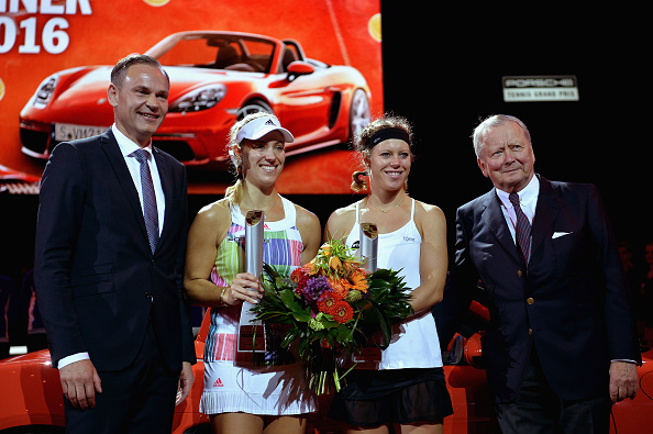 From left to right: Oliver Blume (CEO of Porsche), Angelique Kerber (champion), Laura Siegemund (runner-up) and Wolfgang Porsche pose after the trophy presentation ceremony. Photo credit: Dennis Grombkowski/Getty Images.