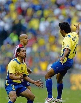 Pardo festejando su gol ante Chivas en el Clausura 2005 | Foto: Getty Images