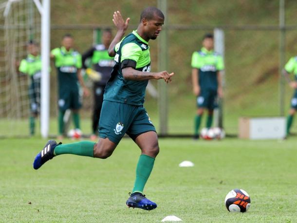 No profissional há dois anos, Messias é um dos destaques do time (Foto: Panda Mourão/América-MG)