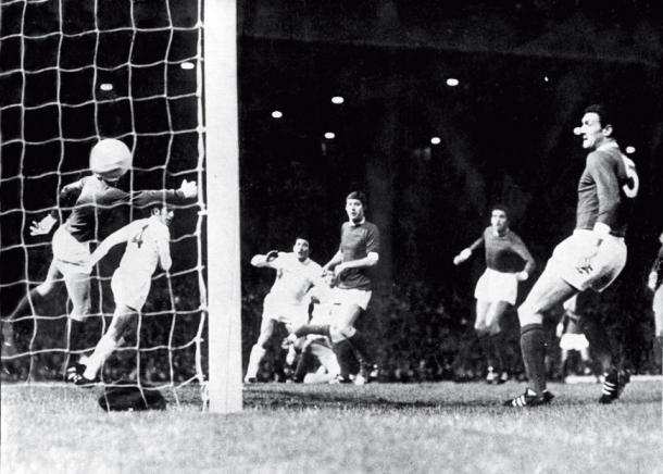 La Bruja Verón y su gol en el Old Trafford