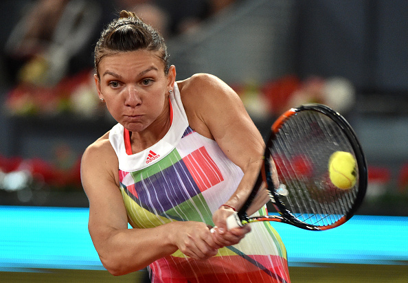 Halep outpowering Cibulkova going up a double break | Photo: Gerard Julien/Getty Images