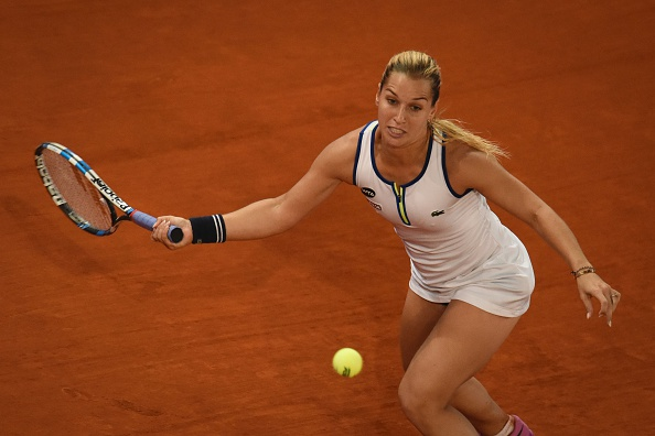 Despite being down a break, Cibulkova fights on | Photo: Pedro Armestre/Getty Images