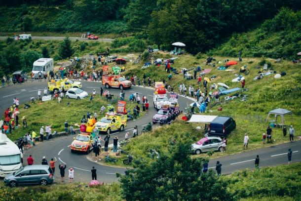 La colorida caravana publicitaria del Tour. | Foto: LeTour