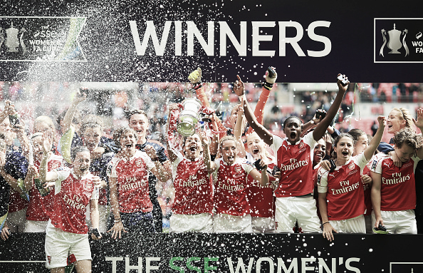 Arsenal lift the FA Women's Cup at Wembley | Photo: Ben Hoskins/ Getty Images