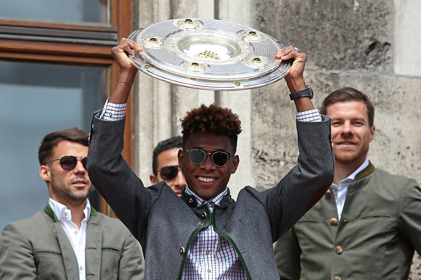 David Alaba lifts the Bundesliga trophy for the fifth time | Photo: Lars Baron/Bongarts/Getty Images