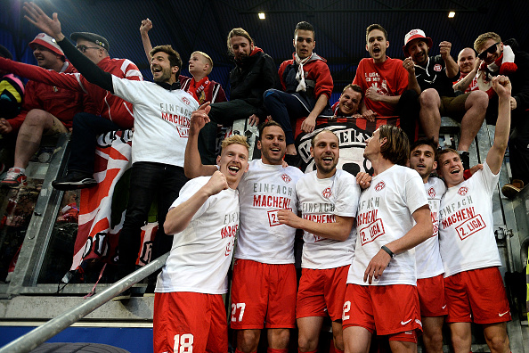 Würzburger Kickers celebrate their promotion to the second tier. (Photo: Sascha Steinbach/Bongarts/Getty Images)