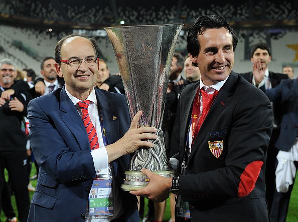 Treinador conquistou três títulos da Uefa Europa League pelo clube (Foto: Getty Images)