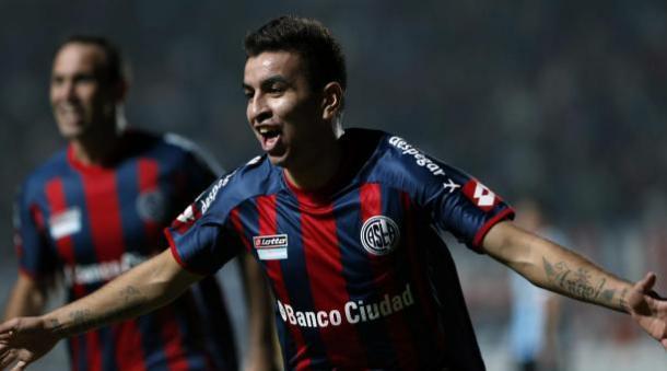 Ángel Correa celebra un gol en su etapa en San Lorenzo | Yahoo Sports
