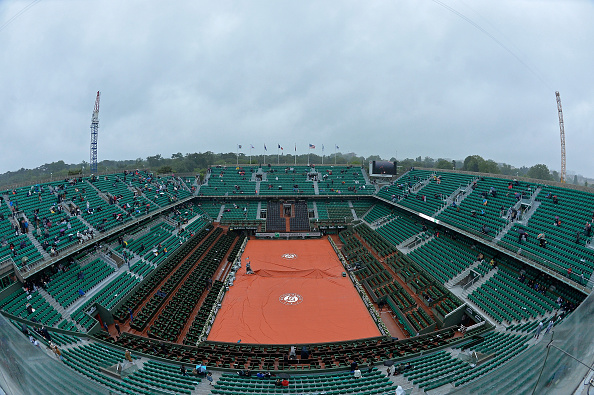 A rainy Philippe Chatrier during a rain delay on day ten (Photo: Aurelien Meunier/Getty Images)