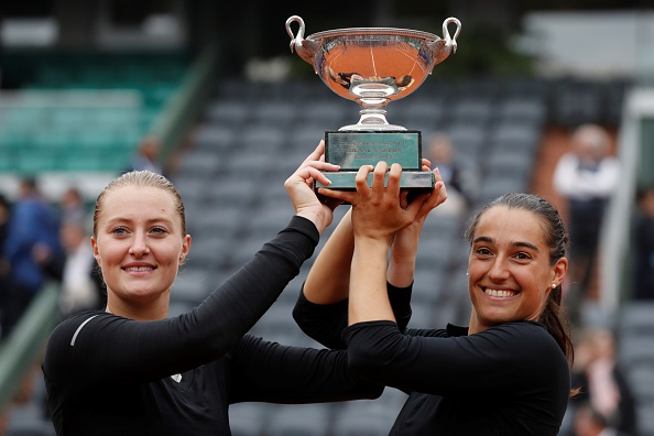 The French pair lift the French Open trophy | Photo: Thomas Samson/Getty Images