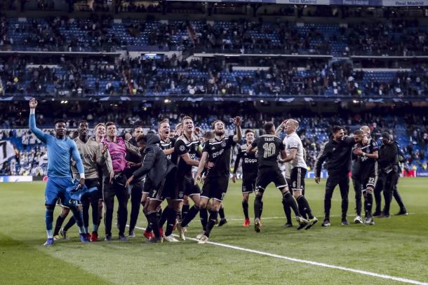 Una de las tantas noches históricas que nos ha regalado este Ajax / Foto: Twitter oficial Ajax