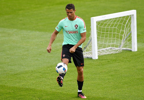 The threat of Portugal's Cristiano Ronaldo, pictured here in training in France, does not concern Lars Lagerbäck. (Photo: FRANCISCO LEONG/AFP/Getty Images)