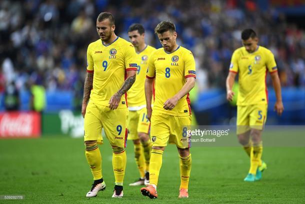 Ao intervalo o resultado era um empate a 0, com uma grande penalidade não assinalada aos romenos