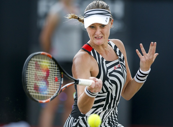 Mladenovic saves numerous break points to keep herself in the set and match | Photo: Jerry Lampen/Getty Images
