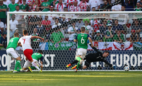 Milik's low shot gives Poland the lead | Photo: Lars Baron/Getty Images