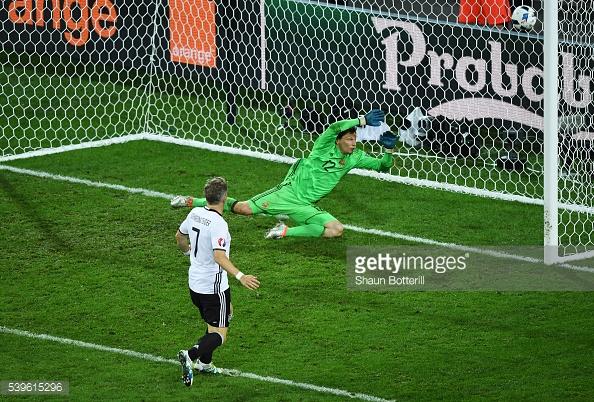 Schweinsteiger llegó para cerrar el 2-0 en favor de Alemania. // (Foto de Getty Images)