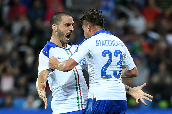 Emanuele Giaccherini celebrates his goal with the man who provided the assist - Leonardo Bonucci. (Photo: EMMANUEL DUNAND/AFP/Getty Images)