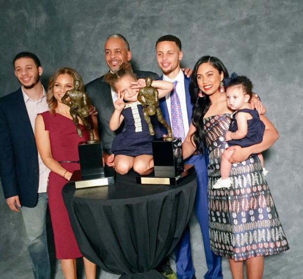 La familia Curry al completo posa ante la camara / Foto: Pinterest