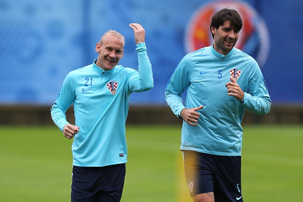 Vedran Ćorluka (right) was able to train this week after recovering from a blow to the head. (Photo: CHARLY TRIBALLEAU/AFP/Getty Images)