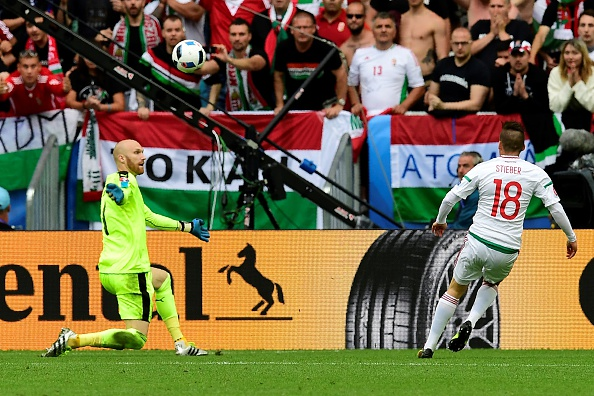 Zoltan Stieber chips Austrian 'keeper Robert Almer to seal Hungarian win (photo:getty)