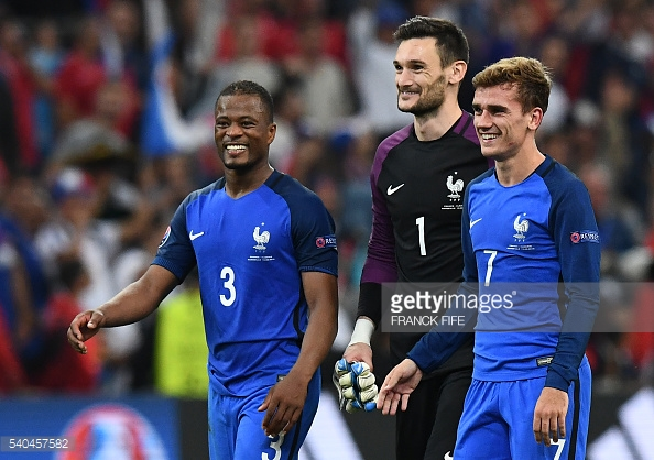 Lloris with Antoine Griezmann and Patrice Evra (Photo: Getty)
