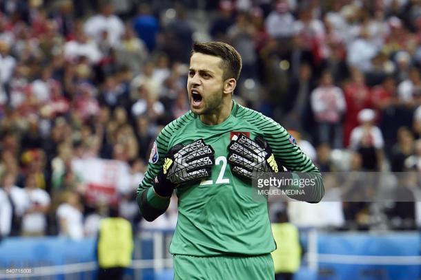 Fabianski esteve em destaque na baliza polaca, deixando-a intransponível