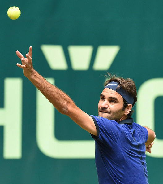 Federer finds the double break in a comfortable first set | Photo: Carmen Jaspersen/Getty Images
