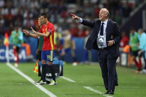 Del Bosque comemorou a vitória tranquila, diante da Turquia (Foto: Getty Images)