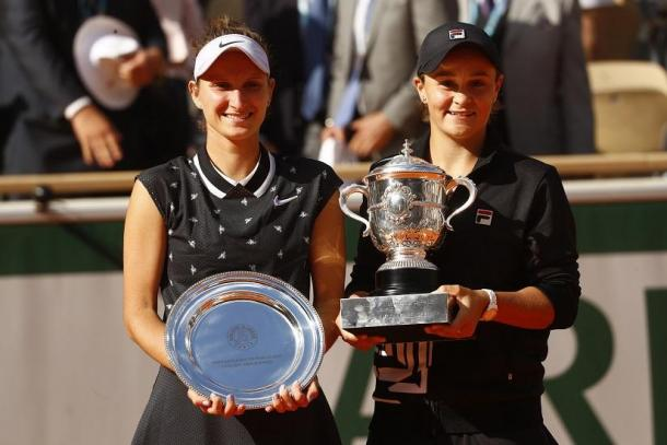 Vondrousova (l.) reached the final in Paris before falling to Barty (r.)/Photo: Reuters